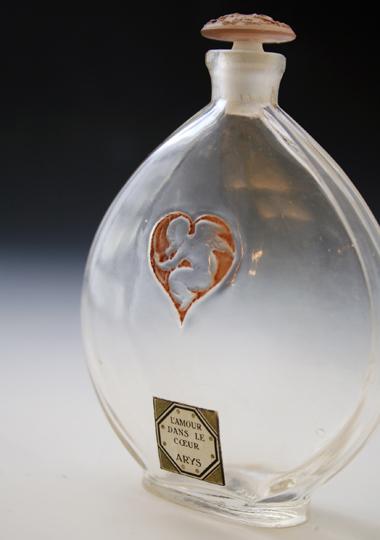 香水瓶「ハートの中の天使」