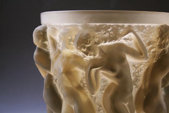 花瓶「バッカスの巫女」