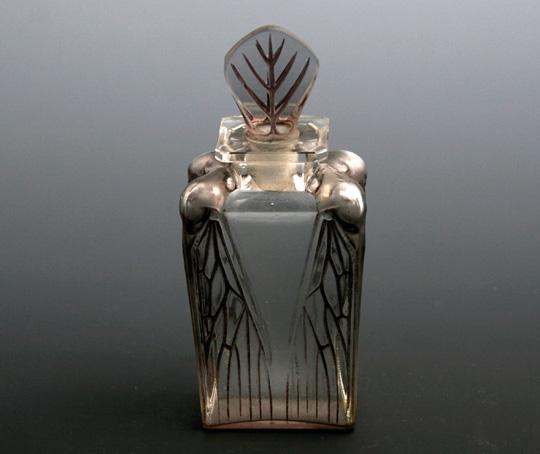 香水瓶「セミ」