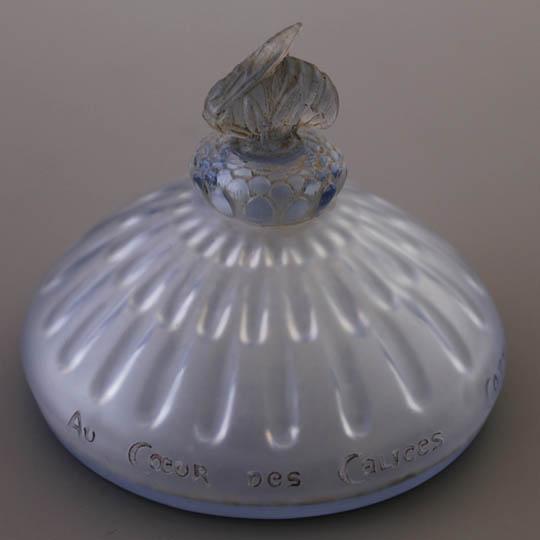 香水瓶「オ・クール・デ・カリス」