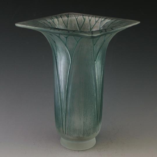 花瓶「ロータス」