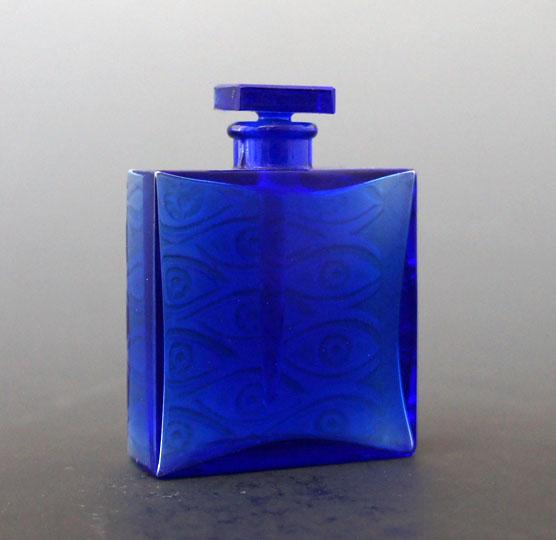 香水瓶「青い目」