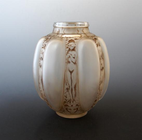 花瓶「6人の人物とマスク」