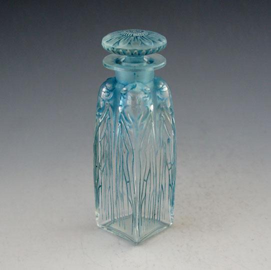 香水瓶「四匹のセミ」