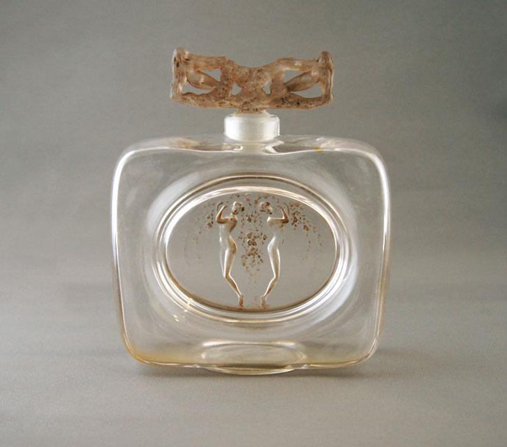香水瓶「二人の人物、小像のある栓」