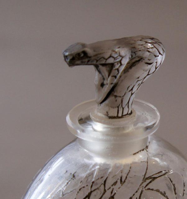 香水瓶「蛇」