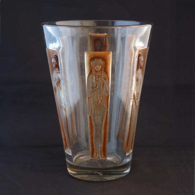 花瓶「6人の肖像」