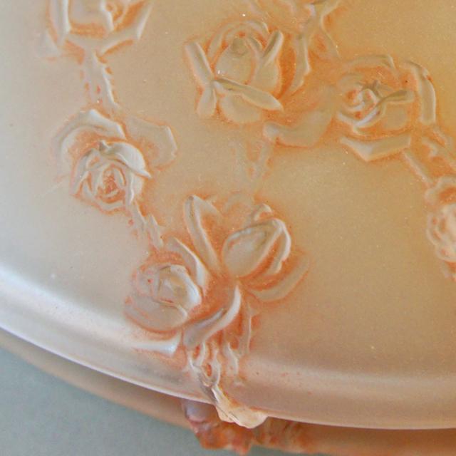 蓋物「薔薇のレリーフ」