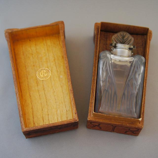 香水瓶「セミ 箱入」