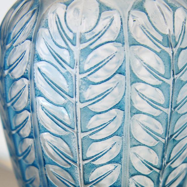 花瓶「トルネイ」