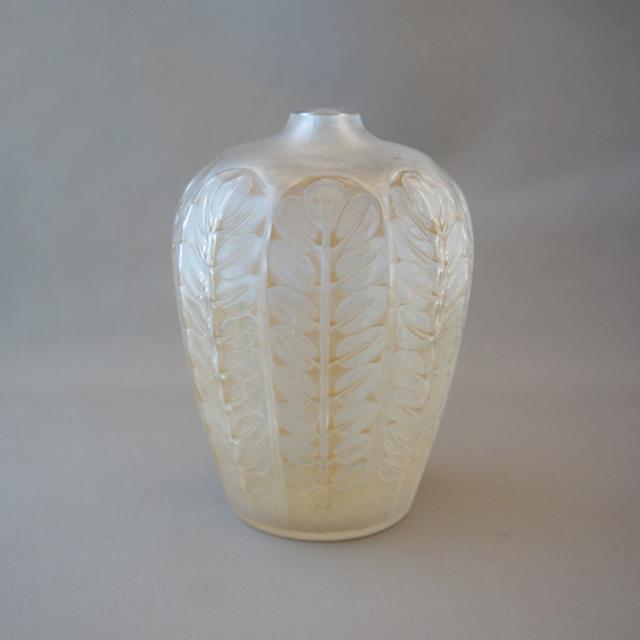 花瓶「トゥルネー」